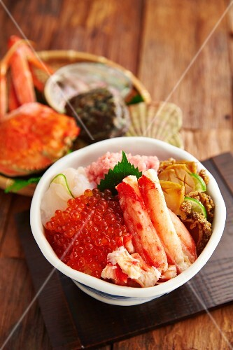 A bowl of seafood with keta caviar (Japan)