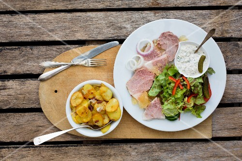 Sauerfleisch (spiced pork dish from Schleswig-Holstein) with remoulade and fried potatoes