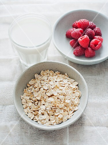 Oats, raspberries and a glass of milk