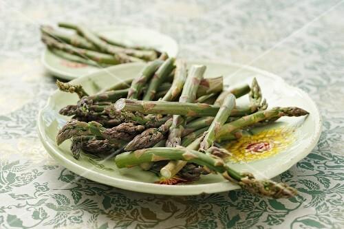 Green asparagus on plate