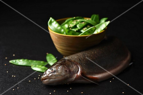 Fresh chard and mange tout with sesame seeds (Paleo diet)