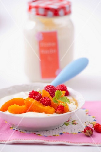 Yoghurt with apricots, raspberries and wild strawberries