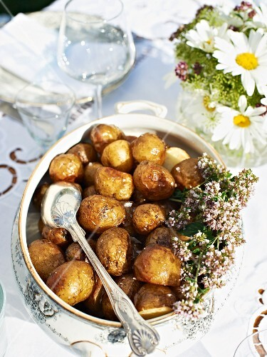 Roast potatoes for a garden party