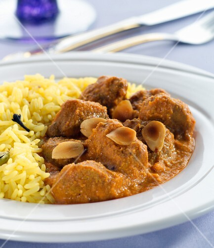 Lamb curry with rice and flaked almonds (India)