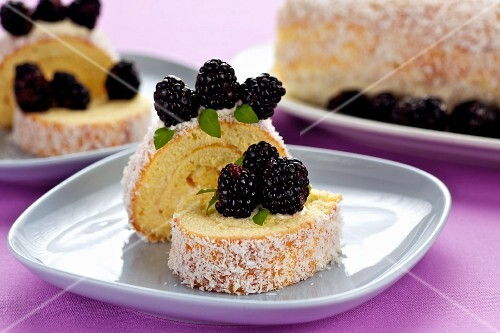 Swiss roll with blackberries and coconut