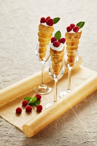 Puff pastry cones with cream and raspberries