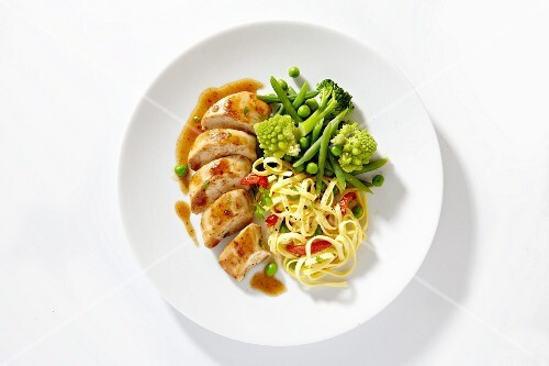 Chicken breast with tagliatelle and vegetables