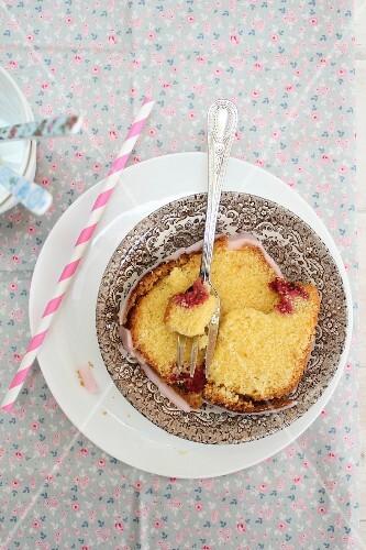 Cornflour cakes with raspberries