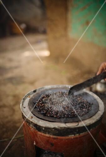 Roasting coffee, Ethiopia, Africa