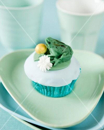 A frog cupcake