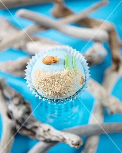 A goldfish cupcake