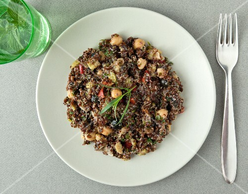 Quinoa salad with chickpeas