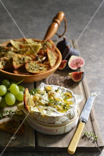 Stuffed Camembert with herb bread