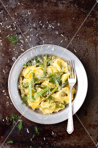 Tortelloni with asparagus, lemon sauce and Parmesan cheese