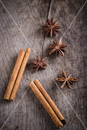 Cinnamon sticks and star anise on wooden surface