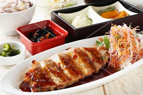 Pork ribs with salad and rice (Japan)