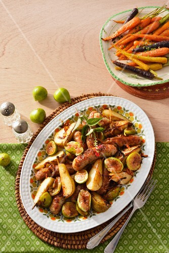 Sausages with pears and figs