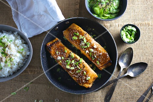 Miso salmon fillets with rice and cucumber salad (Japan)