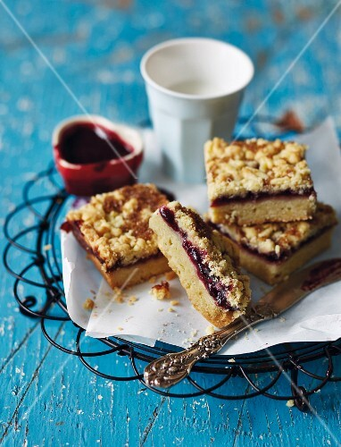 Hungarian-style shortbreads with cherry jam for Easter