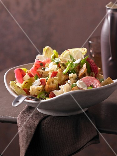 Bread salad with stripped beetroot, Castelfranco and goat's cheese