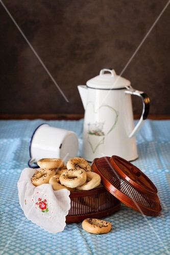 Sushki (Russian tea cookies) with poppy seeds