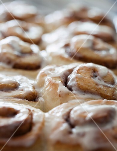 Cinnamon buns with pecan nuts and butter glaze