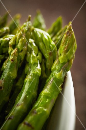 Roasted green asparagus (close-up)