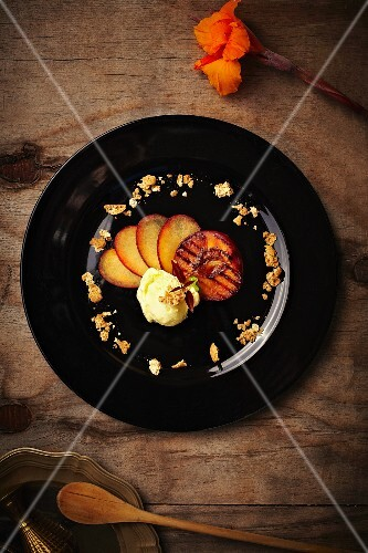 Grilled peaches with ice cream (seen from above)