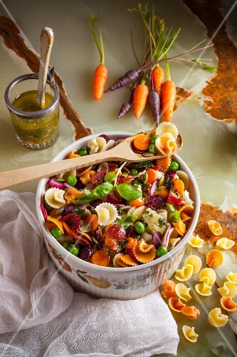 Pata salad with peas, carrots and bacon