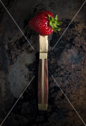 A strawberry on a knife (seen from above)