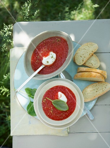 Melon and tomato soup with basil