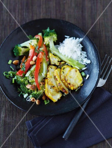 Turmeric chicken with broccoli