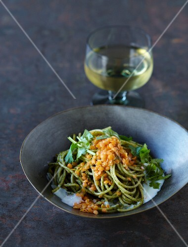 Spaghetti with red lentils and walnut pasta