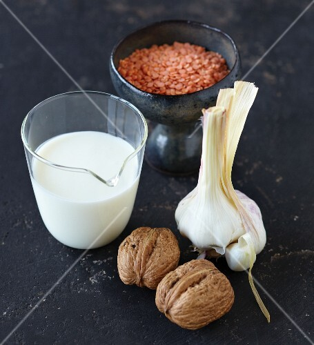 Ingredients for spaghetti with lentils