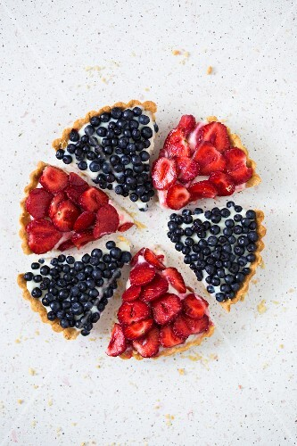 A circle of strawberry and blueberry tart slices