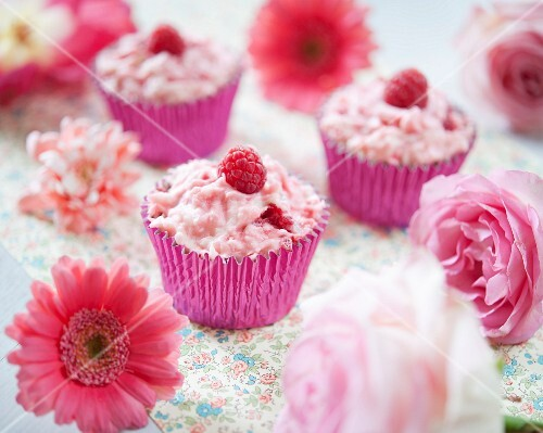 Eton Mess cupcakes with raspberries