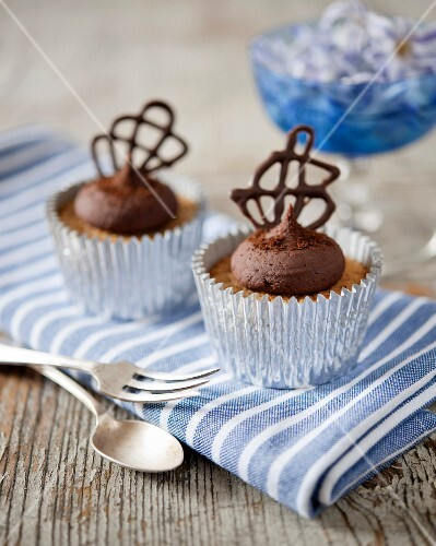 Chocolate cappuccino cupcakes with chocolate lattice