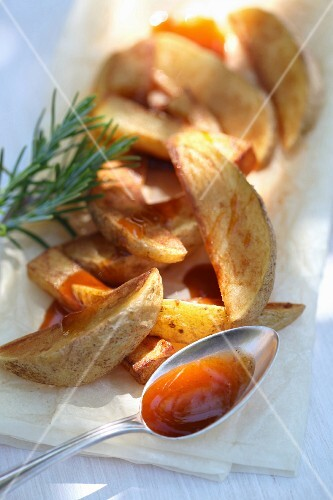 Rosemary potatoes with sauce