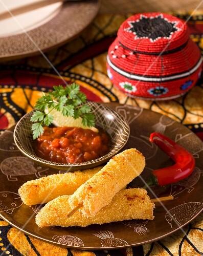Panierte Fischsticks mit feuriger Chilisauce (Afrika)