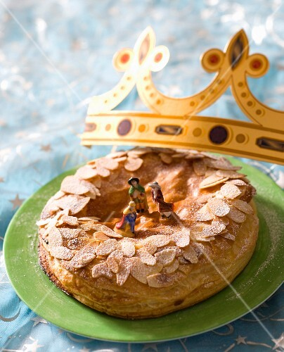 Galette des Rois: Three Kings cake with almonds