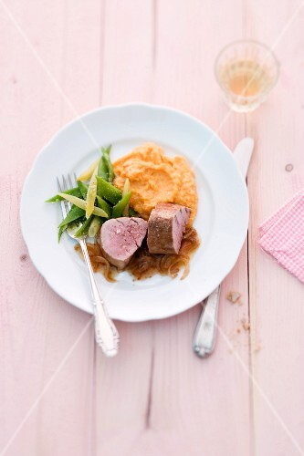 Mashed potatoes and pumpkin with beans and pork fillet