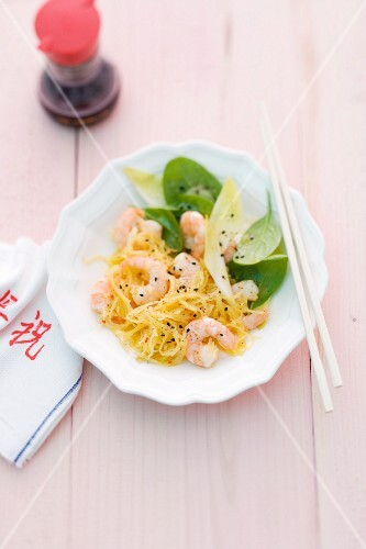 Spaghetti pumpkin with prawns (Asia)