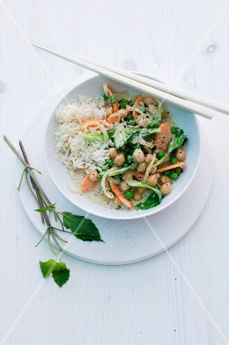 Vegetable curry with chickpeas, bok choy and rice (Asia)