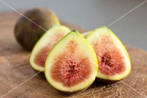 Fresh figs on a wooden board