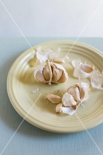 Fresh garlic cloves with skins