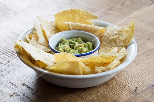 Nachos with guacamole (Mexico)
