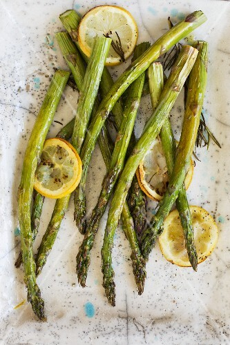 Baked asparagus with rosemary and lemon