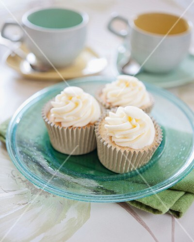 Cupcakes decorated with white chocolate