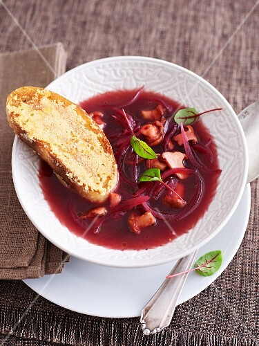 Red onion soup with chanterelle mushrooms