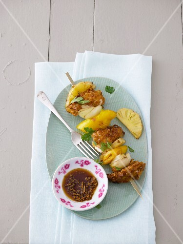 Chicken skewers with pineapple and pepper